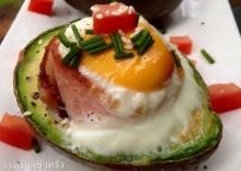 อโวคาโด้ อบไข่เเละเบคอน