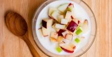 พุดดิ้งนมสดกับสลัดแอปเปิ้ล เมนูขนมหวานรับหน้าร้อนพร้อมประโยชน์