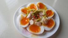 ไข่ต้มยางมะตูมกับยำมะม่วง