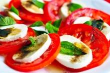 คาเปร์เซ่สลัด (Caprese Salad)