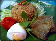 ข้าวคลุกน้ำพริกเผา+ไข่ต้ม+ปลาสลิดทอด
