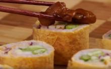 ซูชิข้าวคลุกกะปิหมูหวาน