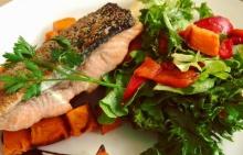 สลัดปลาแซลมอลผักรวม
