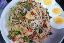ชวนทำเมนูแซ่บซี๊ด 'ยำขนมจีนปลาทูหมูยอ' สูตรเด็ดเครื่องเน้นๆ