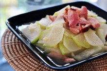 แฮมจินหัวรมควันผัดผักกระหล่ำปม