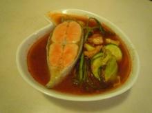 แกงส้มปลาทูน่าและเซลมอน