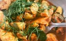 ไก่ผัดพริกแกงมะเขือเปราะ